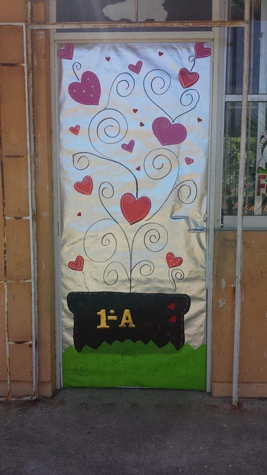 Decoracion dia del amor y dela amistad 23 imagenes for Puertas decoradas del 14 de febrero