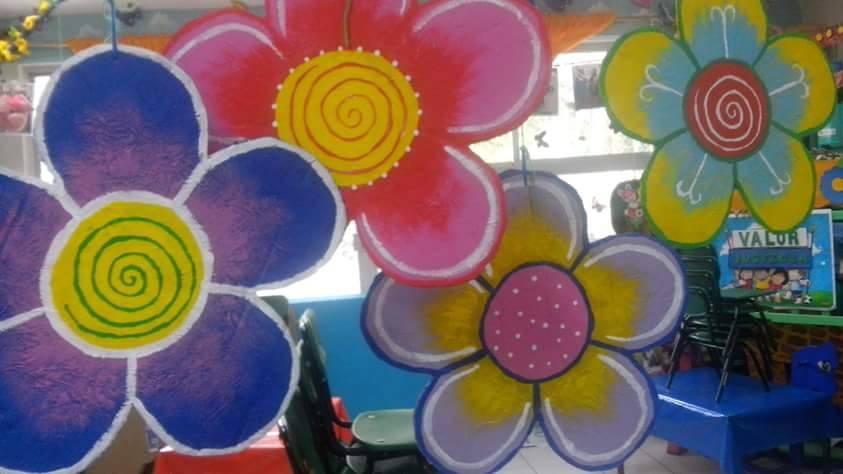 Decoracion de clase detalles primavera 2 imagenes for Decoracion primavera manualidades