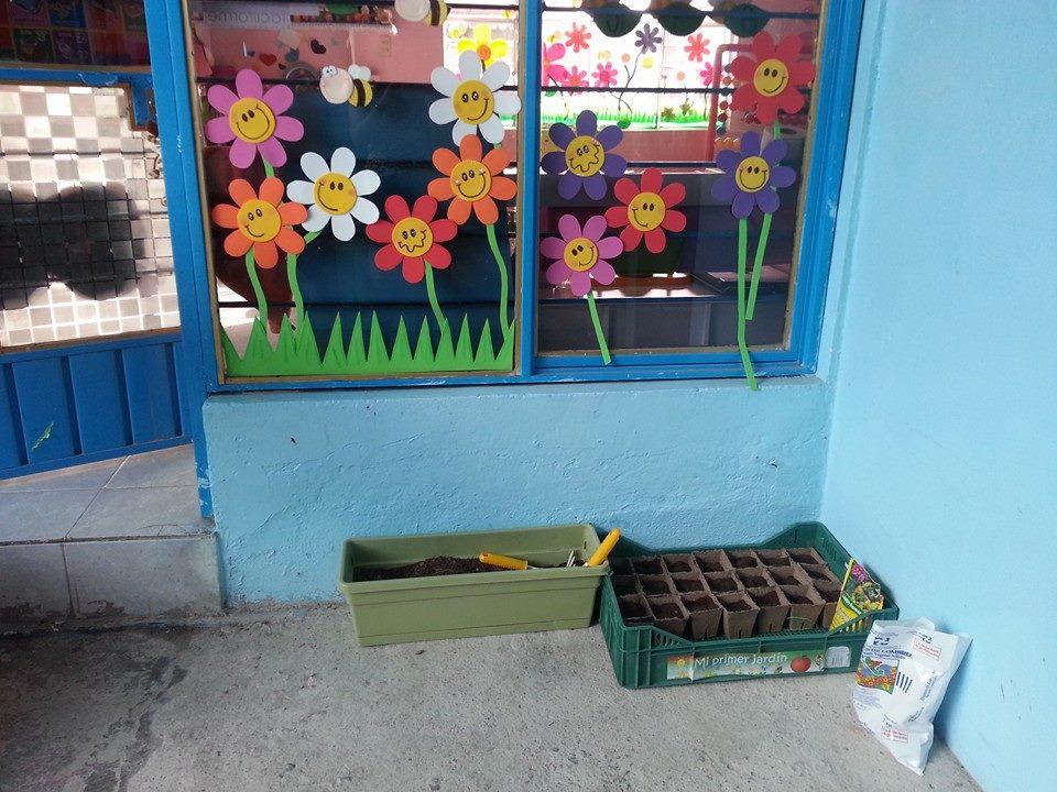 Decoracion de clase detalles primavera 4 imagenes for Decoracion escuela