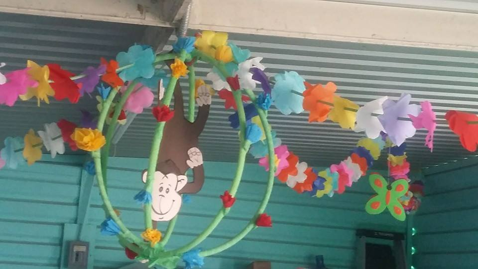 Decoracion de clase detalles primavera 9 imagenes for Decoracion jardin maternal