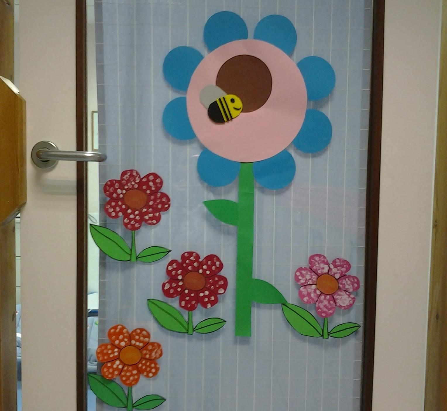 Primavera puertas 23 imagenes educativas for Decoracion puerta aula infantil
