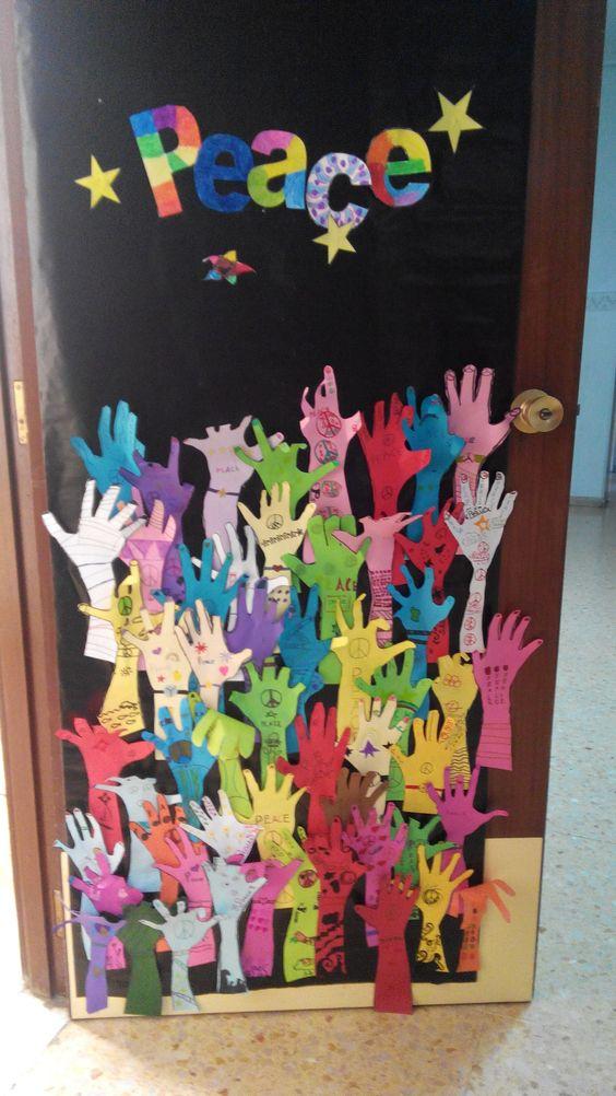 Murales d a de la paz 11 imagenes educativas for Puertas decoradas educacion infantil